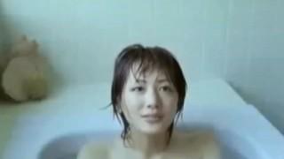 【お宝】人気女優 綾瀬はるかが撮影中に乳首丸出しハプニング!