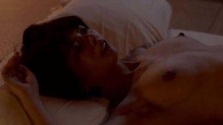 宮地真緒(みやじまお)映画「夜明けまで離さない」俳優の毎熊克哉とベッドシーン。胸全体を揉まれ大きく仰け反った濡れ場を熱演。
